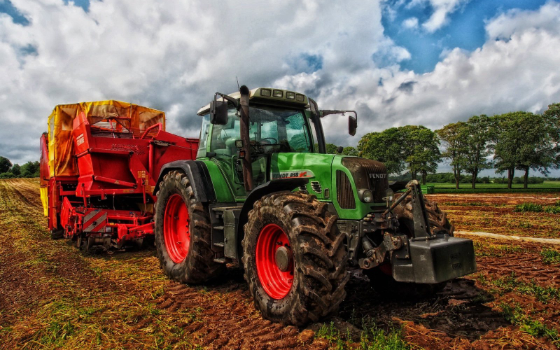 Commercial Paint Options for Farm Buildings and Machinery